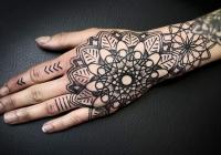 invictus-tattoo-berlin-Biro-Blanka-tetovalo-tattooist-tattoo-artist-dotwork-mandala
