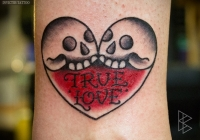 invictus-tattoo-berlin-Biro-Blanka-tetovalo-tattooist-tattoo-artist-love-skull-old-school