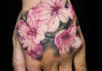 invictus-tattoo-berlin-Biro-Blanka-tetovalo-tattooist-tattoo-artist-realistic-realistisch-flower-blume-farbe