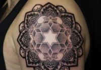 invictus-tattoo-berlin-Biro-Blanka-tetovalo-tattooist-tattoo-artist-mandala-dotwork