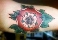 Invictus-Tattoo-Berlin-Budapest-tattoo-artist-taetowiererin-Zsofia-Sophie-Buza-blume-flower-farbe