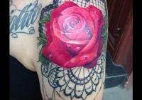 Invictus-Tattoo-Budapest-Berlin-Bori-Falvay-tetovalo-tattooist-artist-lace-spitze-rose-rozsa-realistic-farbe