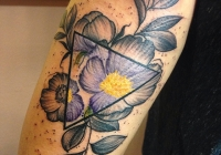 Invictus-Tattoo-Budapest-Berlin-Bori-Falvay-tetovalo-tattooist-artist-watercolor-aquarell-blume-flower-realistic-farbe