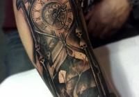 Invictus-Tattoo-Berlin-Budapest-tattoo-artist-taetowierer-Csaba-Koszegi-sanduhr-uhr-schwarz-realistic-realistisch-sandwatch