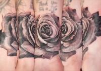 Invictus-Tattoo-Berlin-Budapest-tattoo-artist-taetowierer-Csaba-Koszegi-blume-virag-flower-rose-rozsa-schwarz-realistisch-realistic