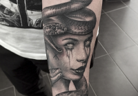invictus-tattoo-berlin-budapest-laci-kovacs-realistic-scharzweiss-blackandgrey-portait-medusa-animal-snake