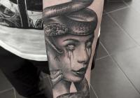 invictus-tattoo-berlin-budapest-laci-kovacs-realistic-scharzweiss-blackandgrey-portait-medusa-animal-snake