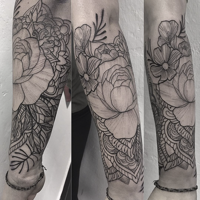 invictus-tattoo-berlin-budapest-rebecca-dotwork-geometric-linework-blackwork-peony