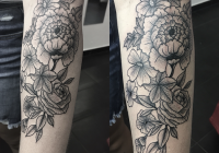 invictus-tattoo-berlin-budapest-rebecca-dotwork-geometric-linework-blackwork-flower