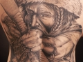 nvictus-Tattoo-Budapest-Berlin-Szilvasi-Gyula-tetovalo-tattooist-artist-Natur-flora-fauna-realistic-realistisch-mann-schwarz-íj-bogen