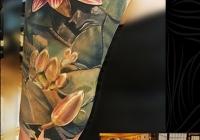 nvictus-Tattoo-Budapest-Berlin-Szilvasi-Gyula-tetovalo-tattooist-artist-Natur-flora-fauna-realistic-realistisch-lotus-blume-flower