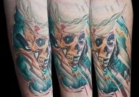 Invictus-Tattoo-Budapest-Berlin-Teglas-Attila-tetovalo-realistic-skull-totenkopf-farbig