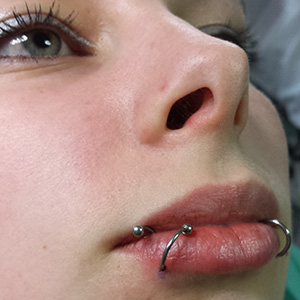Invictus Tattoo Berlin Piercing_004